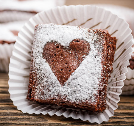 brownie with powdered sugar heart