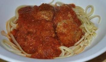 marinara sauce with meatballs