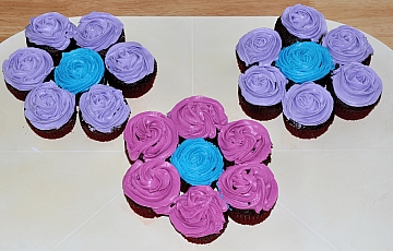 Flower Cupcake Cake Designs Make These Into A Sunflower Easily By Frosting Yellow And Brown