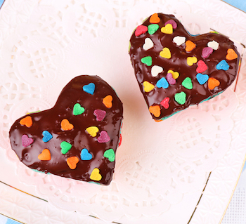 cupcakes shaped as heart