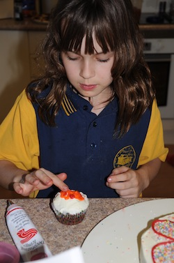 kids decorating cupcake