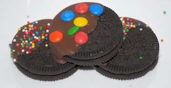 oreo dipped with sprinkles