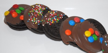 oreos dipped and sprinkles