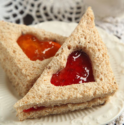sandwich with jelly heart