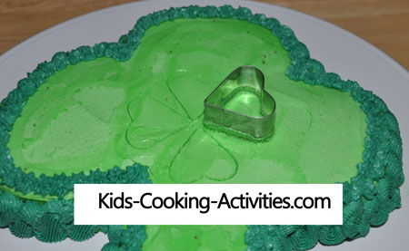 using cookie cutters in decorating