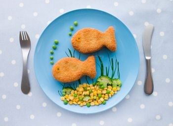"Creative Healthy Meals for Kids Getting kids to eat nutritious food can be an uphill battle; Making creative healthy meals fun can get them excited about foods that are normally on the ""no"" list. We'd like to introduce the first in a series of creative healthy meals for kids."