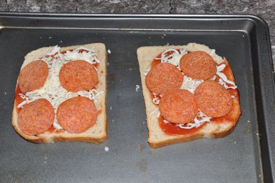 baking pizza toast