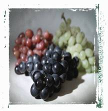 3 types of grapes purple, green, and red